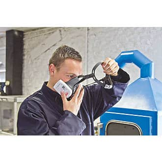Force 8 press to check Dust Mask c/w P3 filters